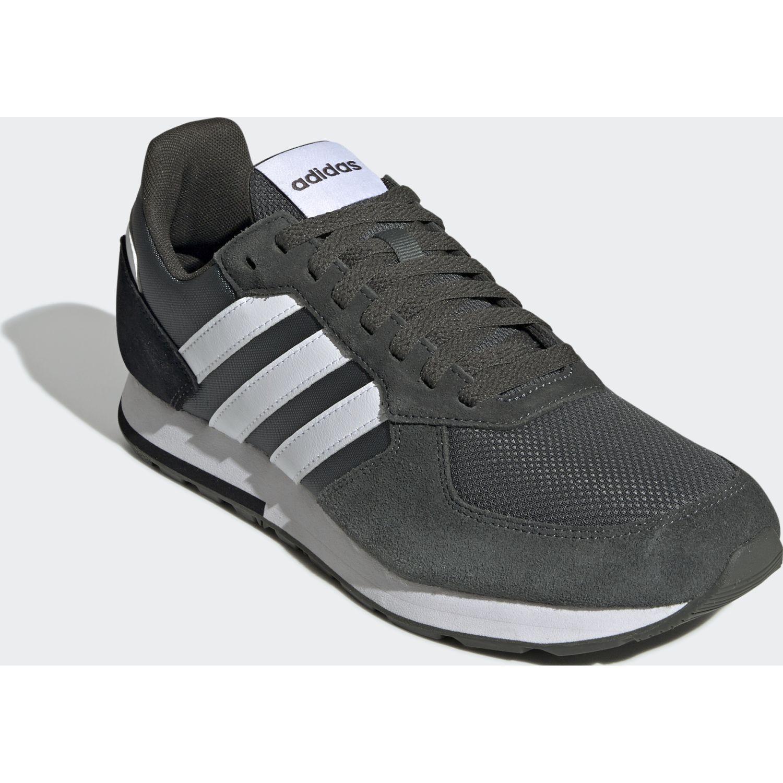 Adidas 8k Verde Running en pista