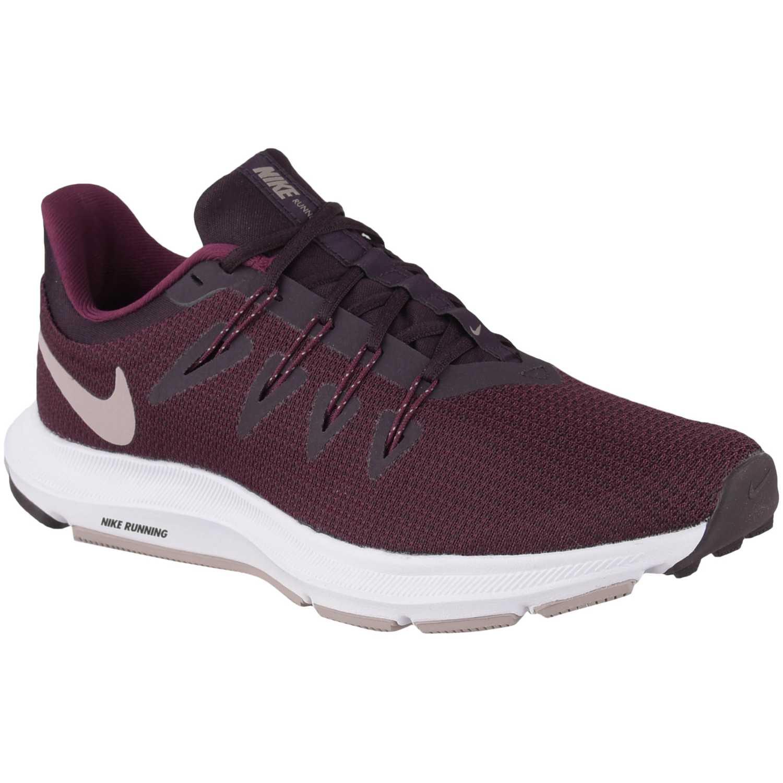 Nike wmns nike quest Vino / negro Running en pista