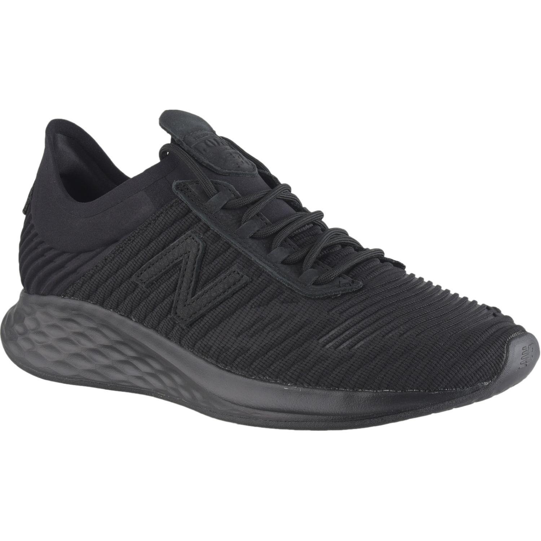 New Balance ROAV Negro Running en pista